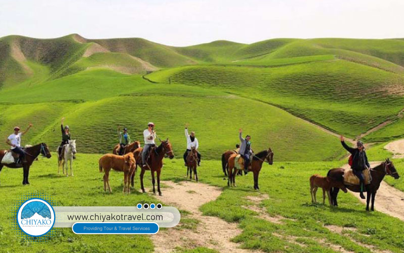 horse riding in Turkmen Sahara