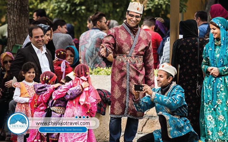 traditional clothes at Eram garden
